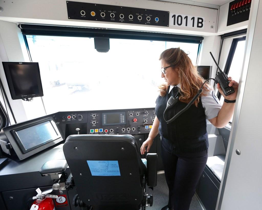 04/07/16/LOS ANGELES/ Metro train operator Gladys Ridley, from El Salvador. (Photo Aurelia Ventura/La Opinion)