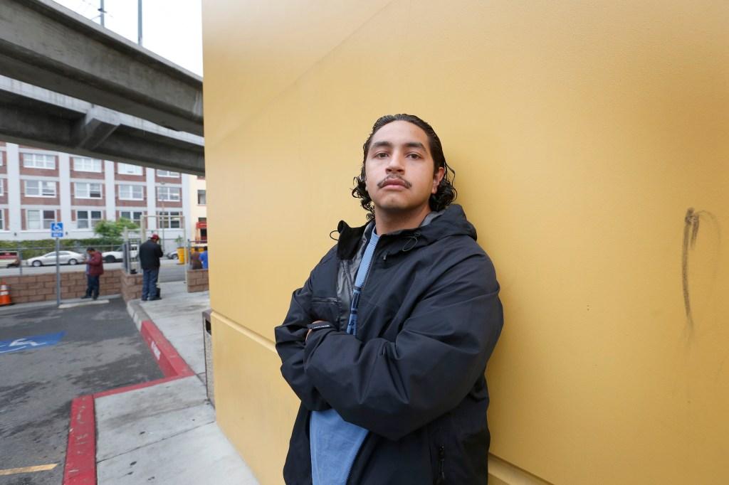 04/08/16/LOS ANGELES/Manuel Zarate joven que se beneficio de Prop. 47 y esta entrenando para ser bomber en Homeboy Industries. (Foto Aurelia Ventura/La Opinion)