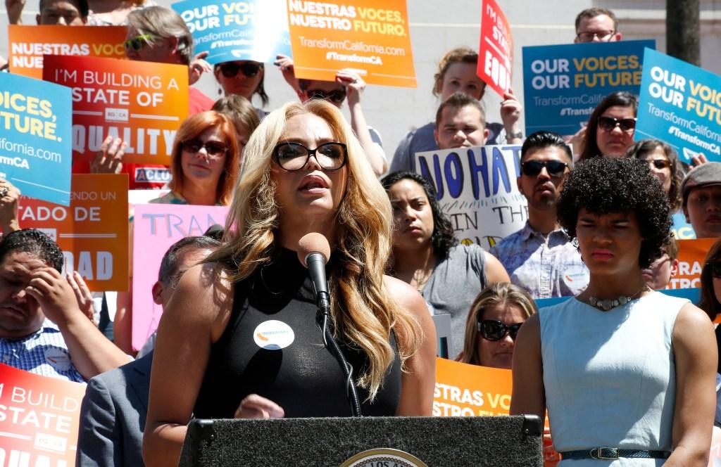Maria Román fue de las personas que llegaron hasta la Alcaldía de Los Ángeles para tomar parte en el lanzamiento de la campaña. (Foto: Aurelia Ventura/ La Opinion)