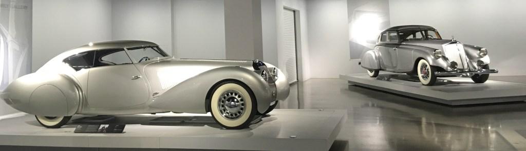 Un par de los autos en la exhibición 'Precious Metal'.