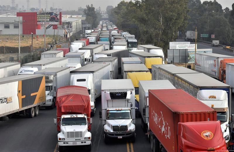 Se restringe la circulación de autos en el Valle de México.