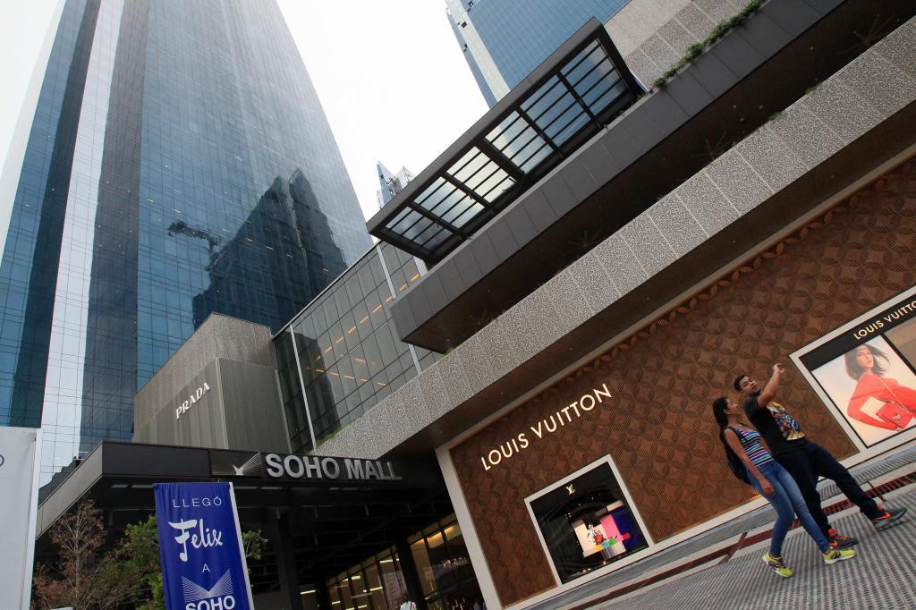 El centro comercial de lujo Soho Mall en la Ciudad de Panamá, en donde tiene acciones el grupo Waked.