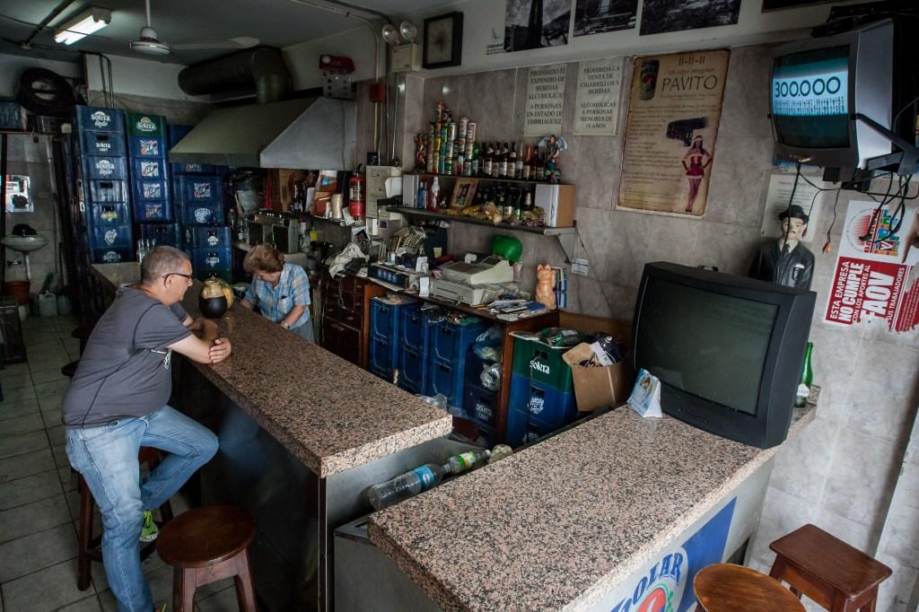 Los trabajadores de Empresas Polar, principal productora privada de alimentos en Venezuela y responsable del 80 % de la industria cervecera en el país, se encuentran custodiando las cuatro plantas productoras de cerveza porque temen que el Gobierno tome las instalaciones.