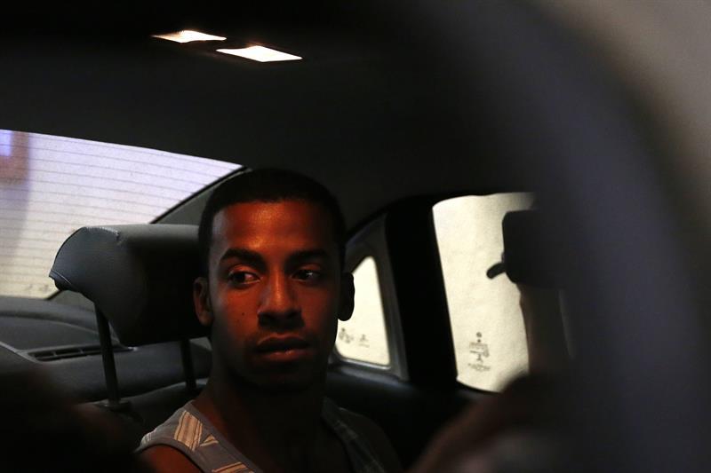 Fotografía de Raí de Souza después de entregarse a la policía.