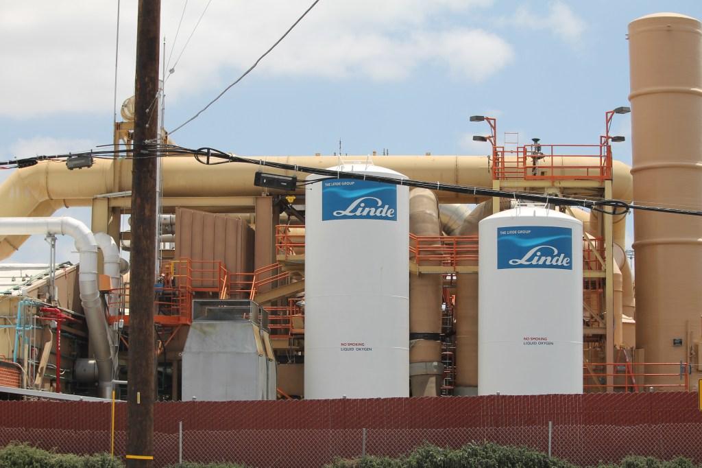 En 2013, autoridades del Distrito de Administración de Calidad del Aire de la Costa Sur (SCAQMD solicitaron a la compañía a Quemetco un estudio detallado de las emisiones de plomo y arsénico y el riesgo para la salud denominado Evaluación de Riesgos para la Salud (HRA). /Jorge Macias