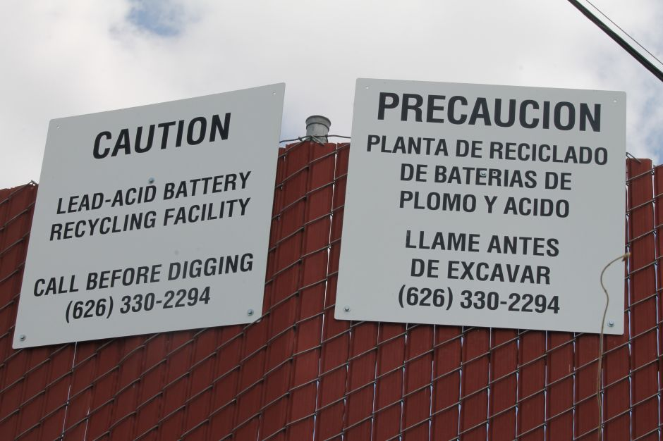 Aproximadamente el 85 por ciento del plomo refinado en la planta Quemetco, en City of Indutry se deriva de las baterías de plomo usaadas para automóviles. /Jorge Macias
