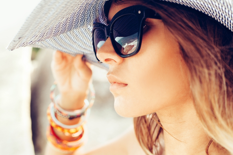 Los anteojos llegaron este año grandes y los lentes de transición están populares por la comodidad que ofrece a quien usan lentes para ver a larga o corta distancia.