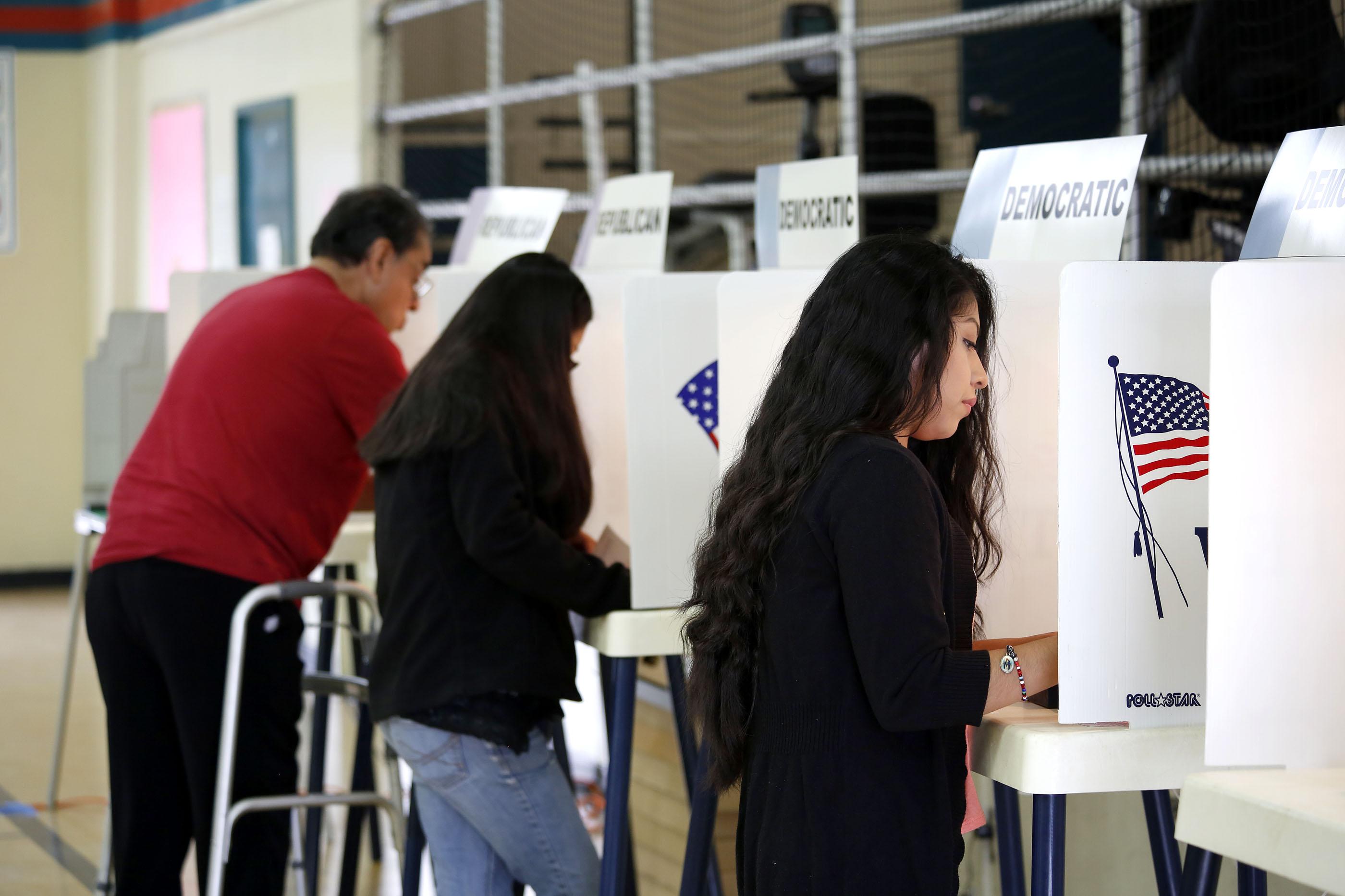 Muchos latinos dijeron que estaban motivados para votar debido a los mensajes racistas de Donald Trump. (Aurelia Ventura/ La Opinion)