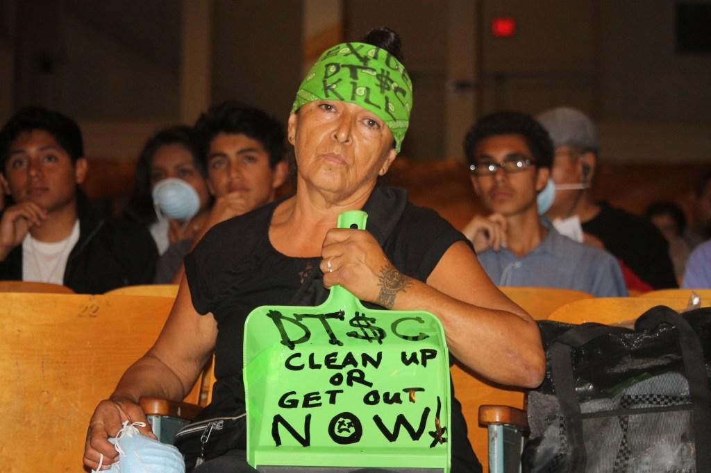 Dolores Mejía, integrante de la Coalición en contra de Exide se manifestó en contra de la idea de retrasar la limpieza de plomo en las casas aledañas a la ex antigua planta procesadora de baterías de ácido y plomo.