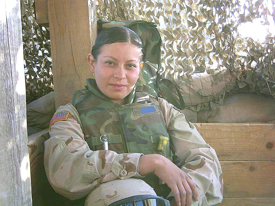 Fotografía de Katerina Bautista durante su tiempo en las Fuerzas Armadas de EEUU.