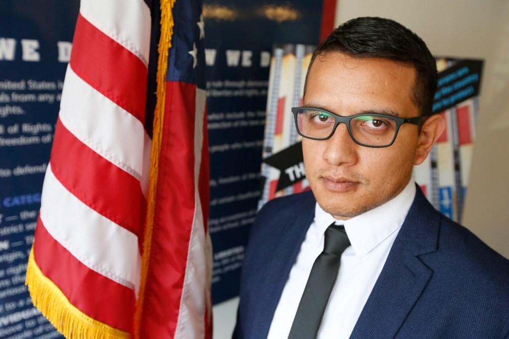 Daniel Torres, un veterano de la guerra de Irak que recientemente logró obtener la ciudadanía después de vivir en Tijuana, México, tras una deportación. (Aurelia Ventura/ La Opinion)