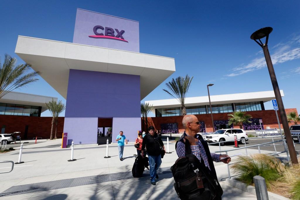 Más de 5,000 usan todos los días el puente Cross Border Xpress (CBX), que conecta al aeropuerto de Tijuana con Otay, en San Diego. (Aurelia Ventura/ La Opinion)