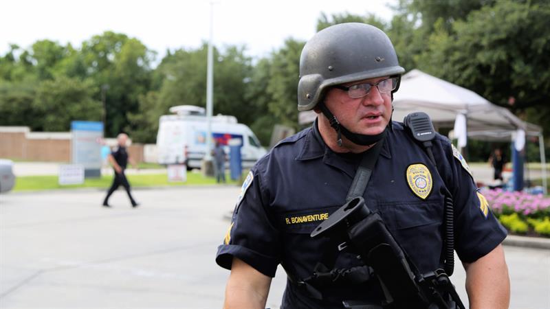 Durante más de 8 minutos los agentes de Baton Rouge estuvieron intercambiando disparos con el francotirador. 3 fueron asesinados y uno se encuentra grave.