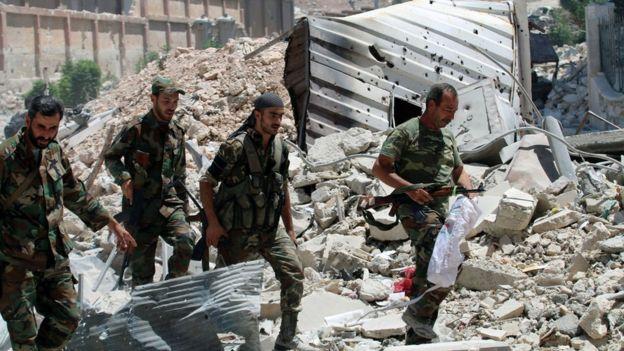 Las fuerzas leales a Bashar al Asad lograron sitiar Alepo con el apoyo aéreo de Rusia.