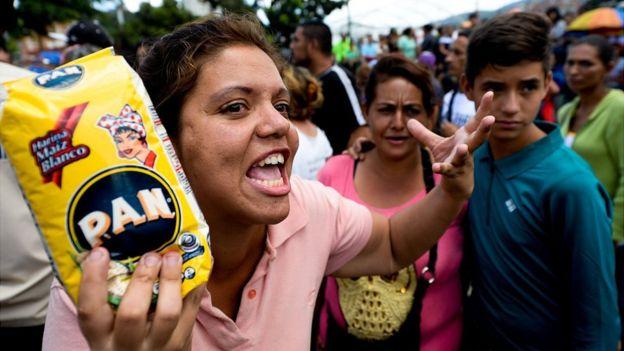 Protestas en VenezuelaImage copyrightAFP Image caption Protestas en Venezuela por el precio de la harina pan