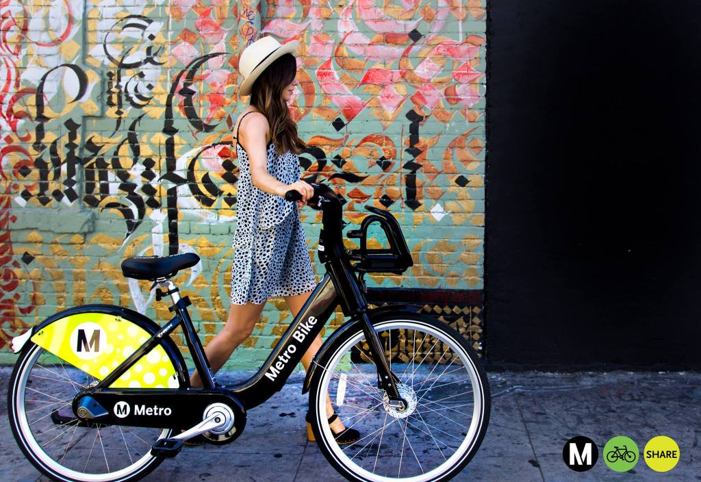Servicios comoMetro Bike Share, que opera en DTLA, ofrecen cientos de bicicletas compartidas (Foto: Metro Bike Share via Facebook)