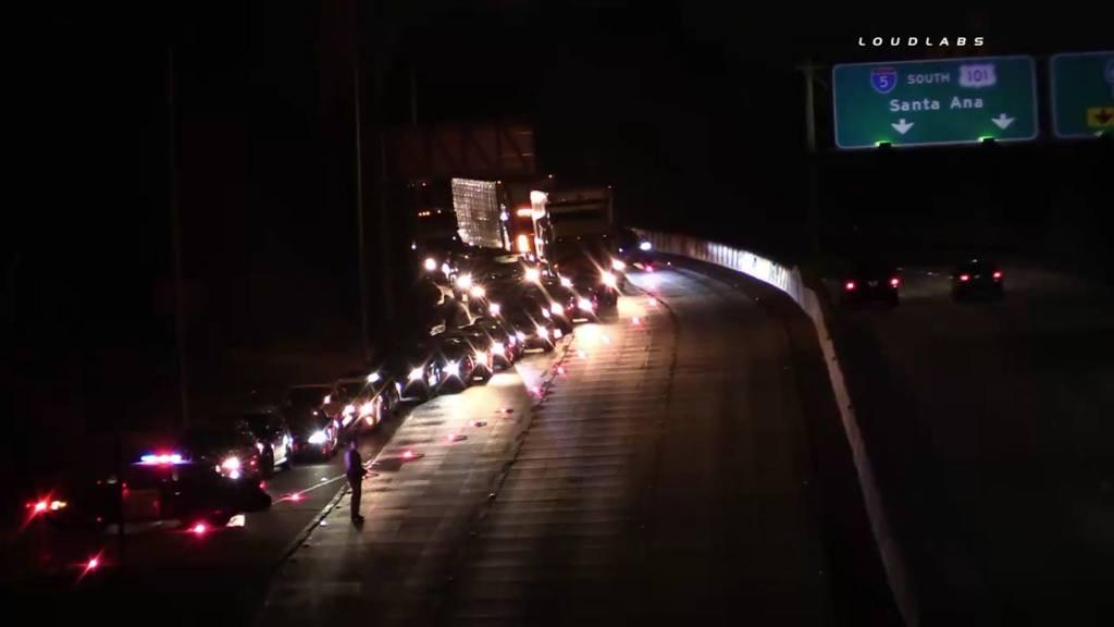 El incidente obligó a cortar temporalmente la autopista y desviar el tráfico (Foto: LoudLabs via Facebook)