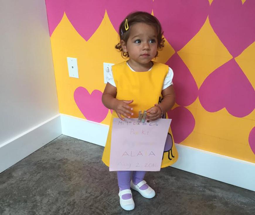 Alaïa en su primer día de escuela