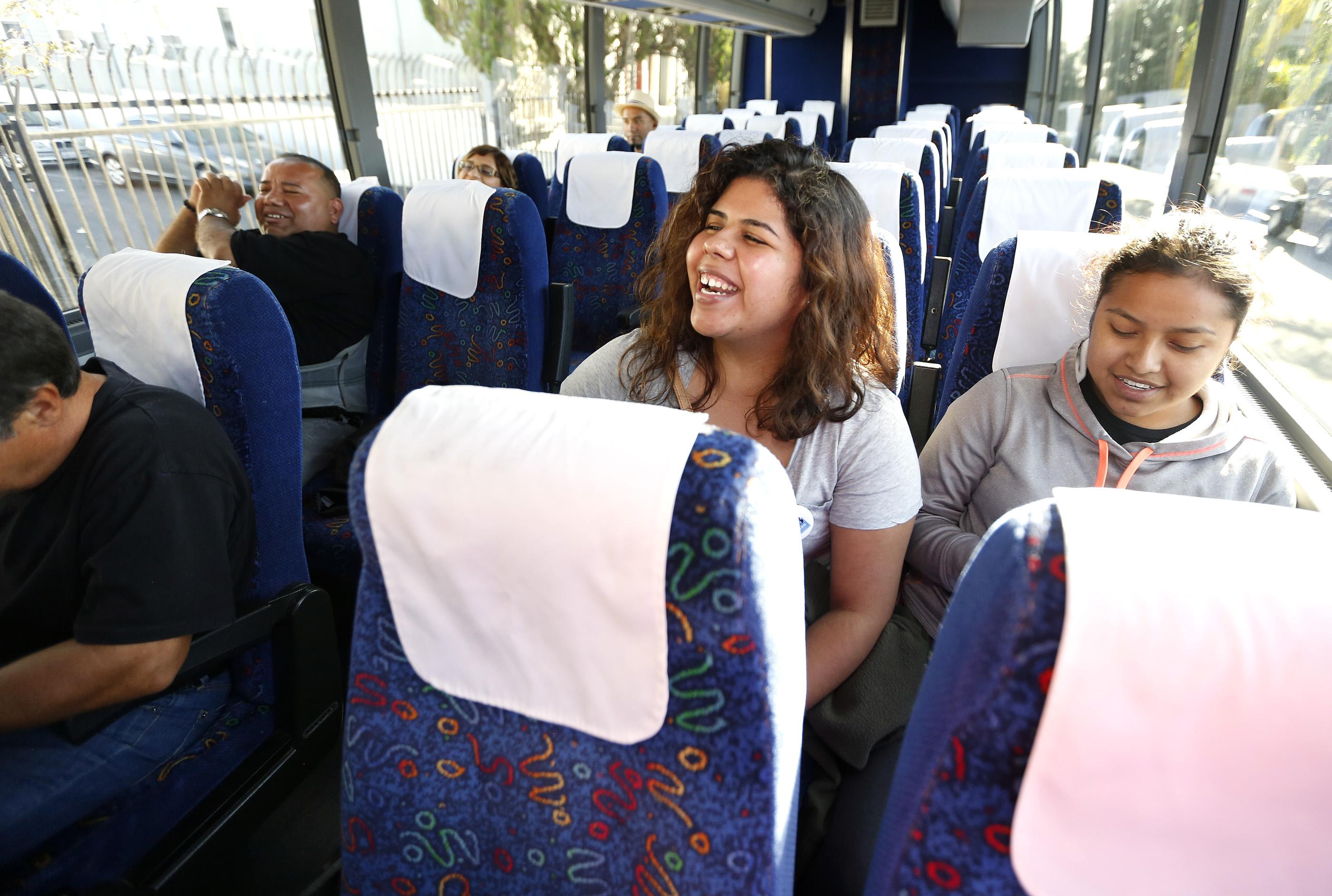 Trabajadores de California viajan a Nevada para estimular a los latinos a votar en las elecciones. Foto: Aurelia Ventura/ La Opinión