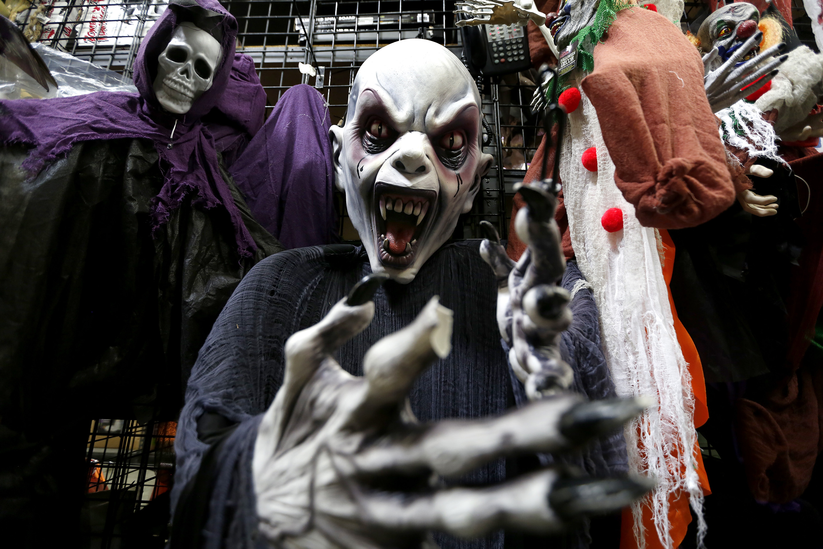 10/26/16 /LOS ANGELES/Halloween masks and decorations are seen for sale at the Halloween Club store in Montebello. (Photo Aurelia Ventura/ La Opinion)