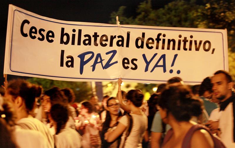 Colombianos en Cali marchan por la paz. EFE