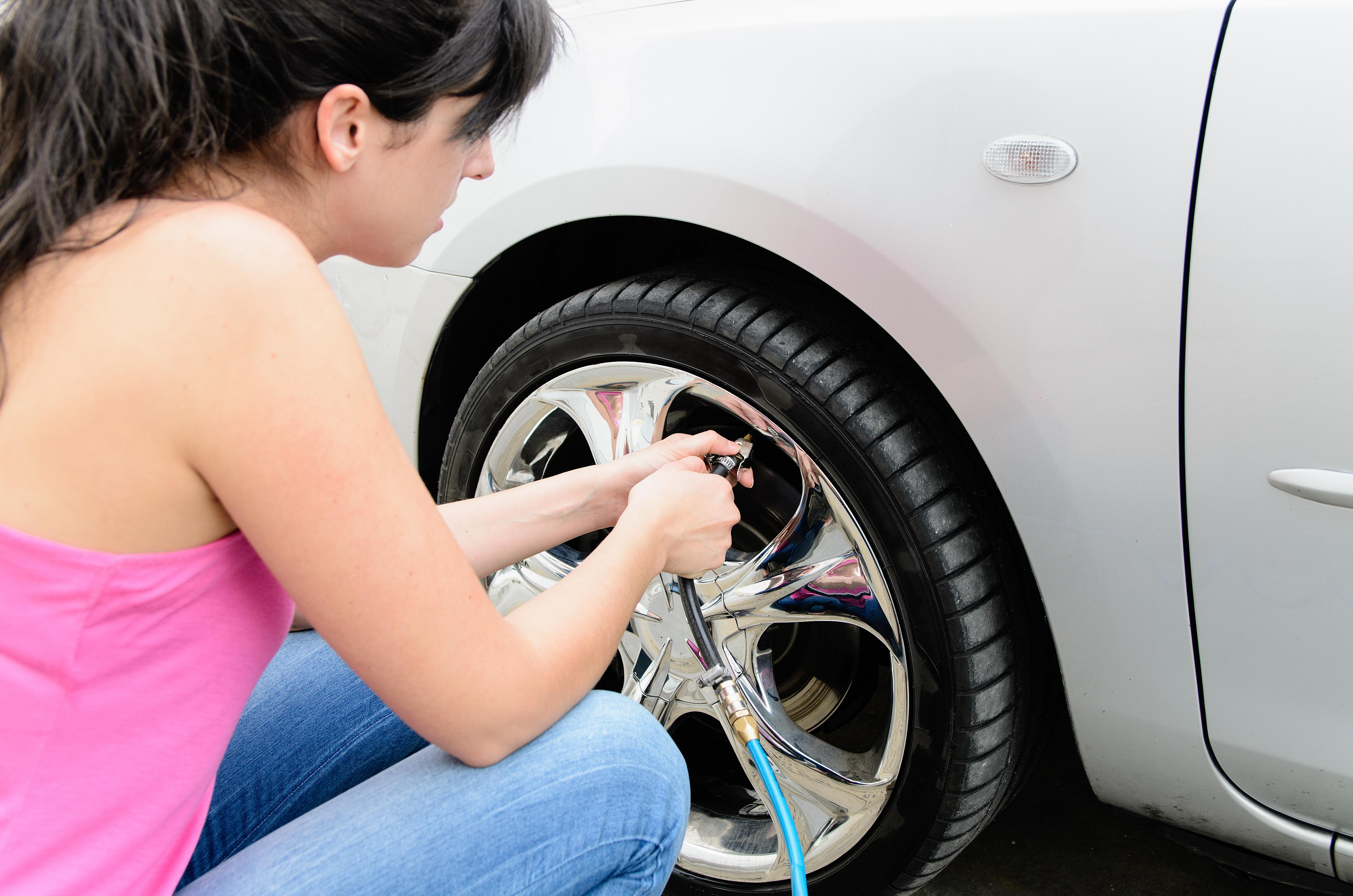 Las llantas deben estar con su nivel óptimo de aire o presión, así como de desgaste.