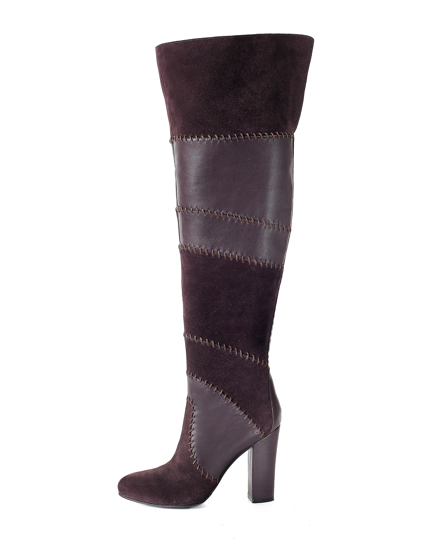 La bota alta hasta la rodilla o más arriba de ella, como ésta, es otra de las tendencias.