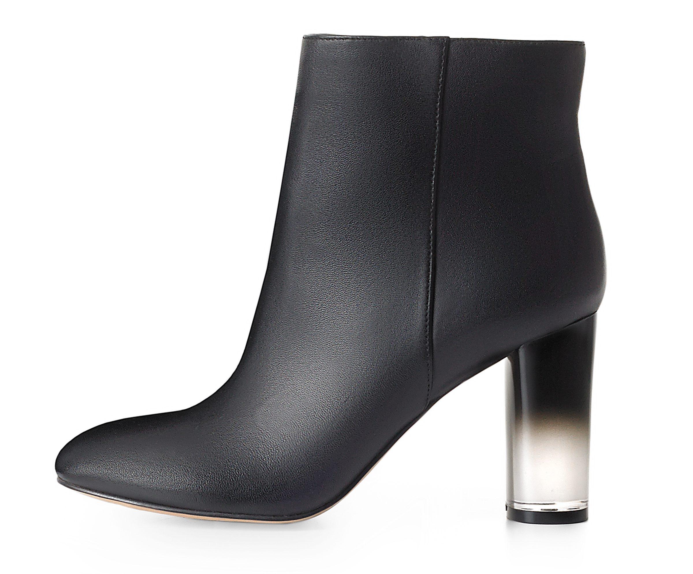 El tacón degradado de negro a transparente o completamente transparente es una de las grandes novedades en el calzado otoño e invierno 2016.