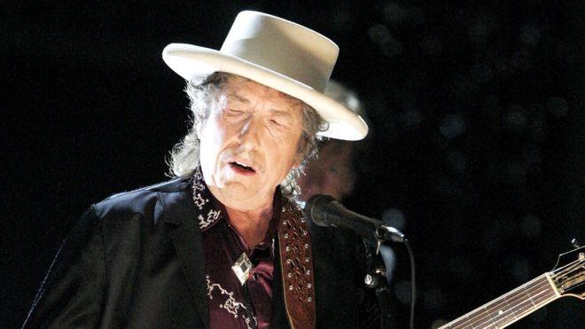 """Bob Dylan ganó el Nobel de Literatura por su creación de """"nuevas expresiones poéticas dentro de la gran tradición de la canción estadounidense"""". GETTY"""