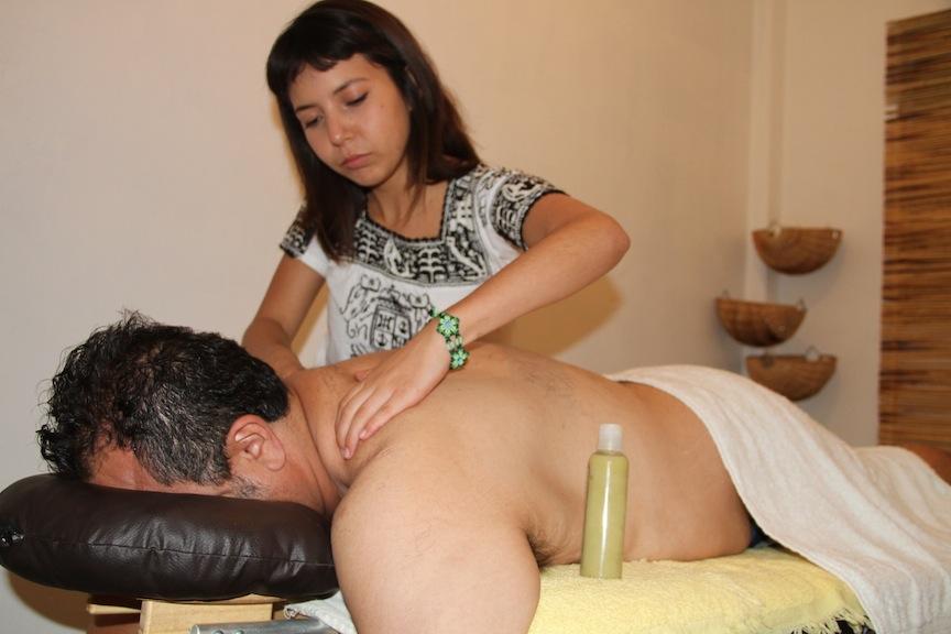 El spa Samadhi ofrece servicio de masajes con aceite y crema de cannabis.