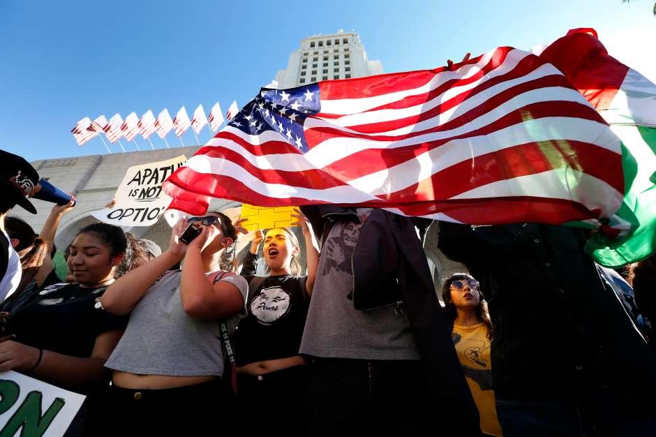 Desde las elecciones del pasado 8 de noviembre. se han organizado distintas marchas en Los Ángeles y otras ciudades californianas para protestar contra el presidente electo. Aurelia Ventura/ La Opinion