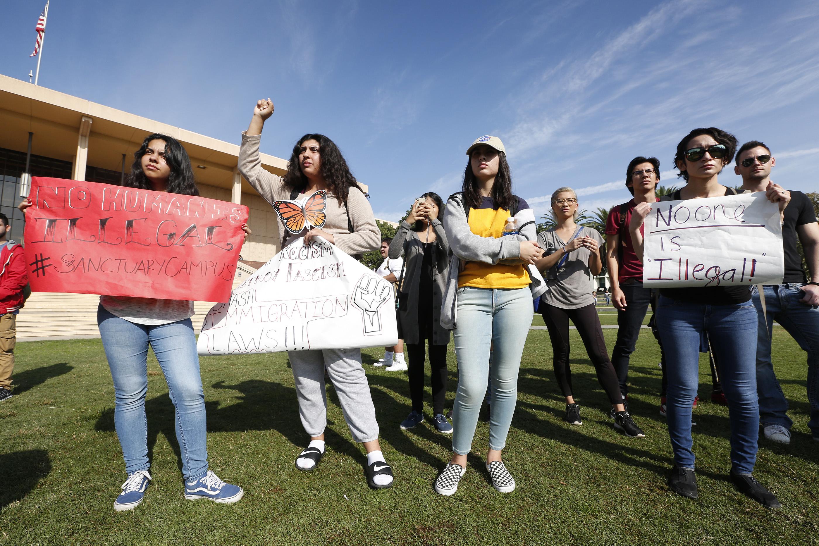 CSUN es una de las universidades que participó en el Día Nacional de Acción. (Foto: Aurelia Ventura/La Opinión)