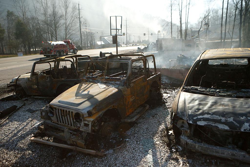 Los restos de un negocio de renta de autos tras el incendio en Gatlinburg, Tennessee. Brian Blanco/Getty Images