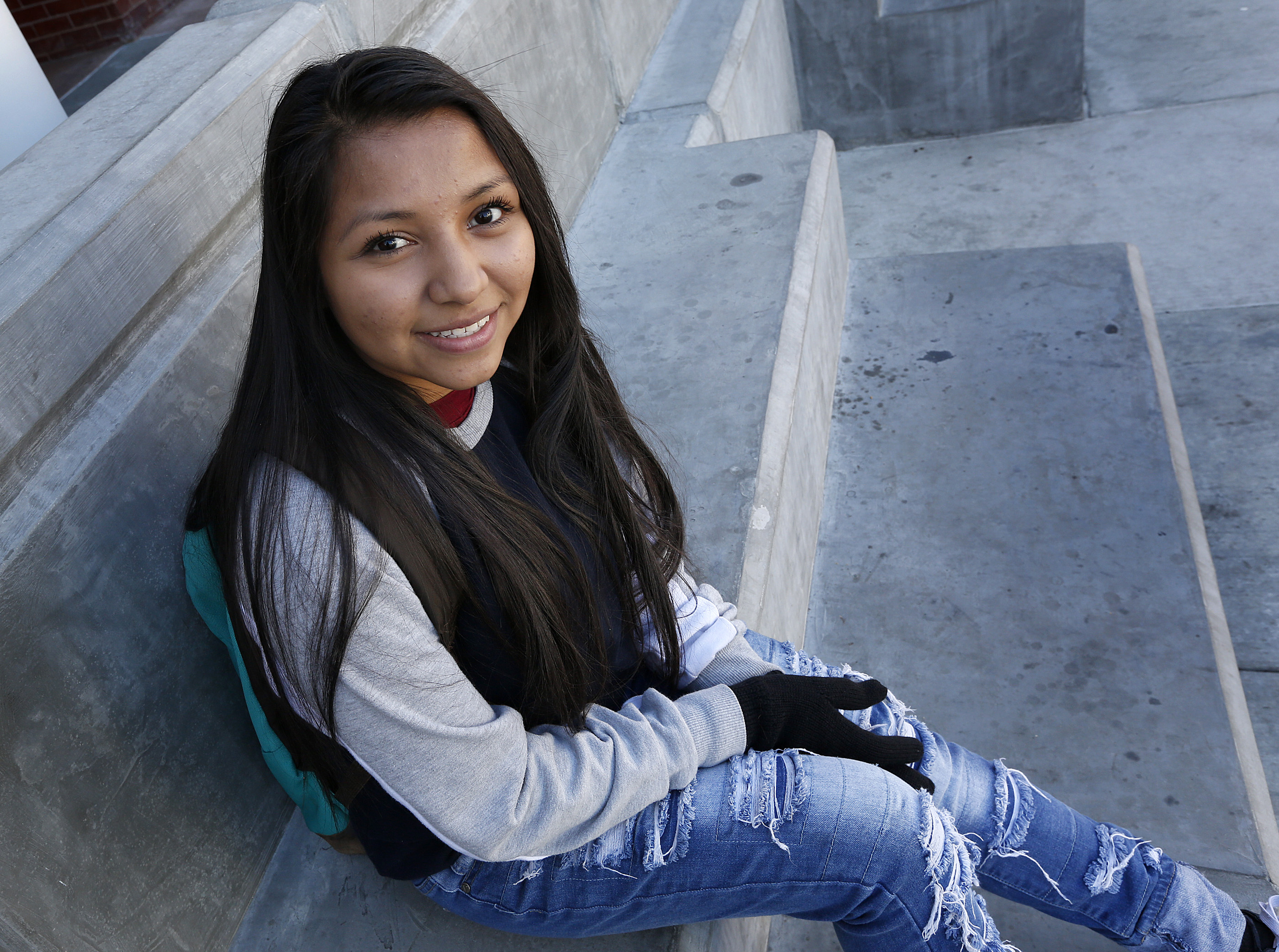 12/02/16/LOS ANGELES/ 16 year-old Yency Rosales, from El Salvador, during the Central American Youth Leadership Conference held at California State University Los Angeles. (Photo by Aurelia Ventura/La Opinion)