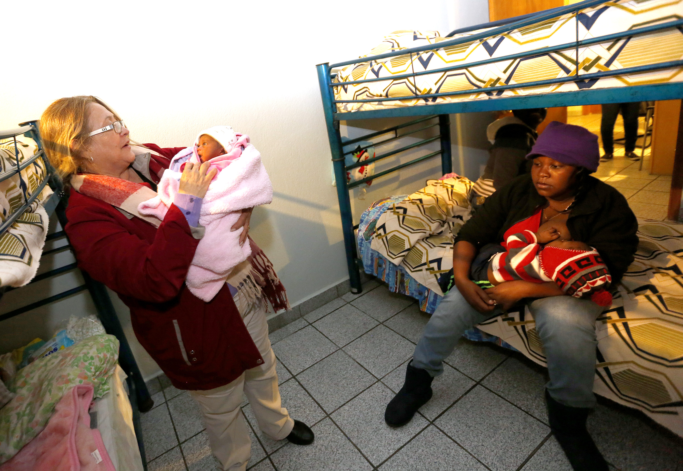 12/08/16/ TIJUANA/Social worker Maria Galvan holds new born Haitian refugee, at Centro Madre Assunta in Tijuana. An unprecedented arrival of Haitians and others seeking entry into the United States in recent weeks has sent Tijuanas migrant shelters scrambling to find beds, blankets, food and other necessities to serve this increase of people awaiting processing by U.S. authorities. (Photo Aurelia Ventura/ La Opinion)