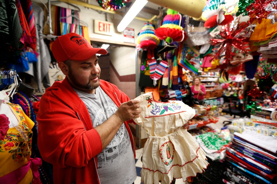 12/09/16 /LOS ANGELES/Esteban Urena shops at the popular Mercadito in East Los Angeles in preparation for the upcoming festivities of the Virgin of Guadalupe. Hundreds of religious Catholics will be celebrating the Virgin of Guadalupe. (Photo by Aurelia Ventura/La Opinion)