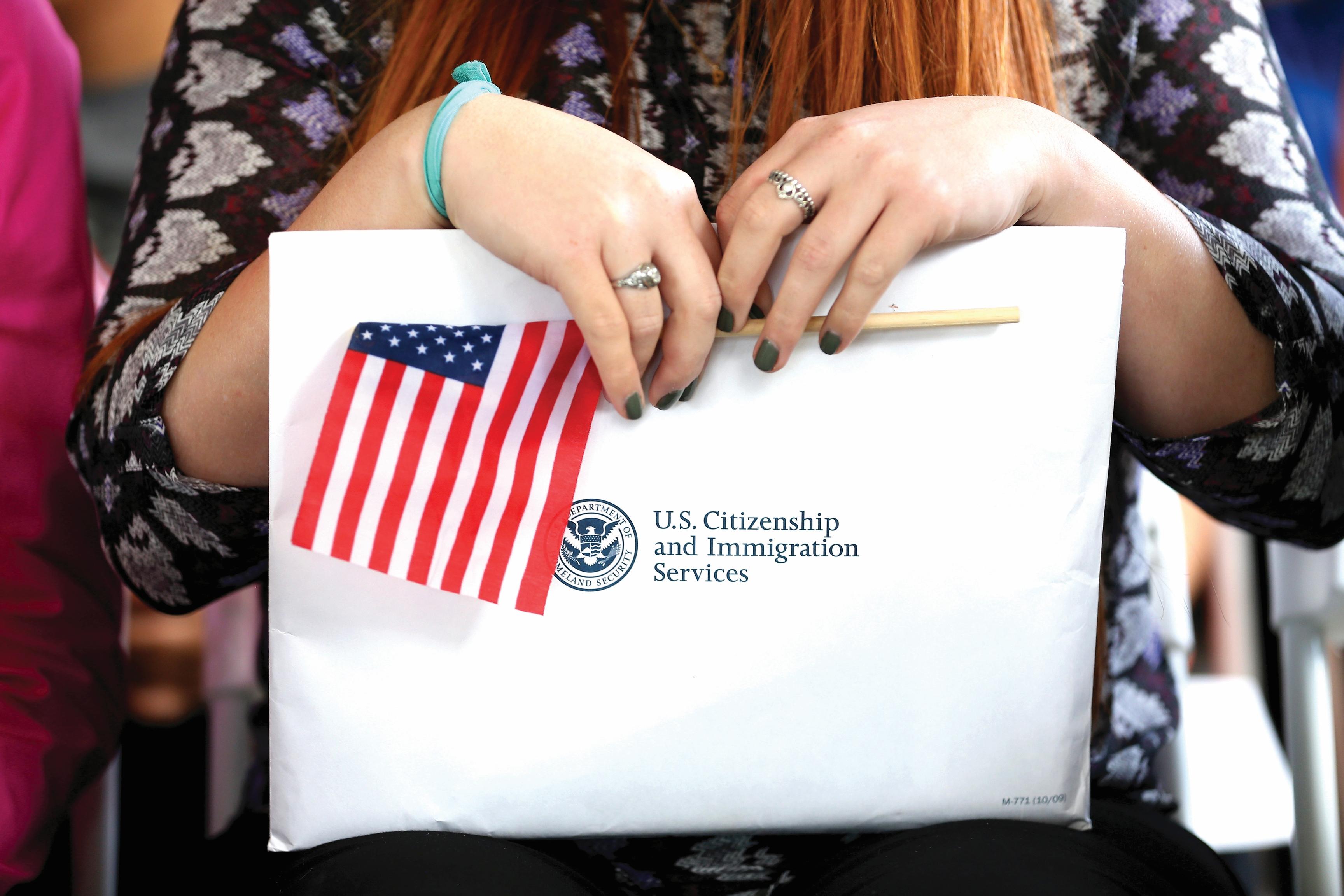 veinte organizaciones realizarán talleres, clínicas y foros para asistir en el proceso de naturalización. /Archivo