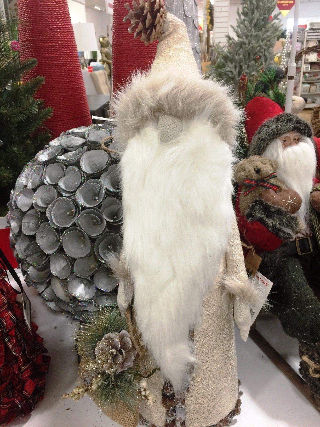 El beige, el blanco, el gris y el marrón claro son los colores que caracterizan a los adornos navideños del 2016.
