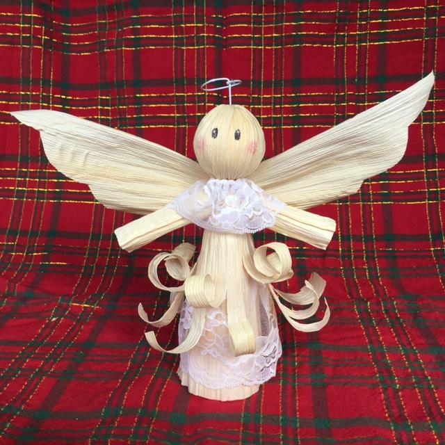 Este es el resultado final. Puedes hacer cuantos angelitos quieras para regalar a familiares y amigos.
