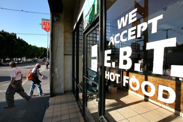 La mayoría de las personas que están recibiendo cupones para comprar alimentos dicen que preferirían tener un empleo.