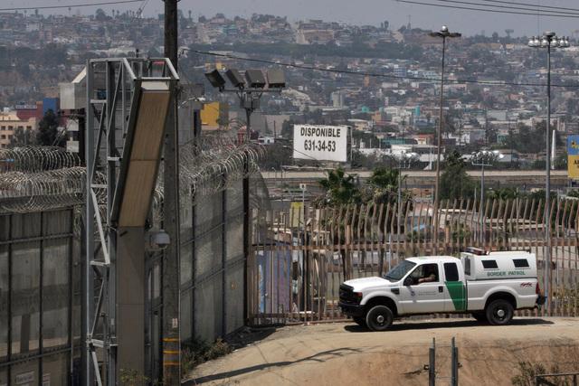 El muro fronterizo prometido por Trump no sería la primera construcción que divide a México y Estados Unidos. Archivo/ Aurelia Ventura/La Opinion