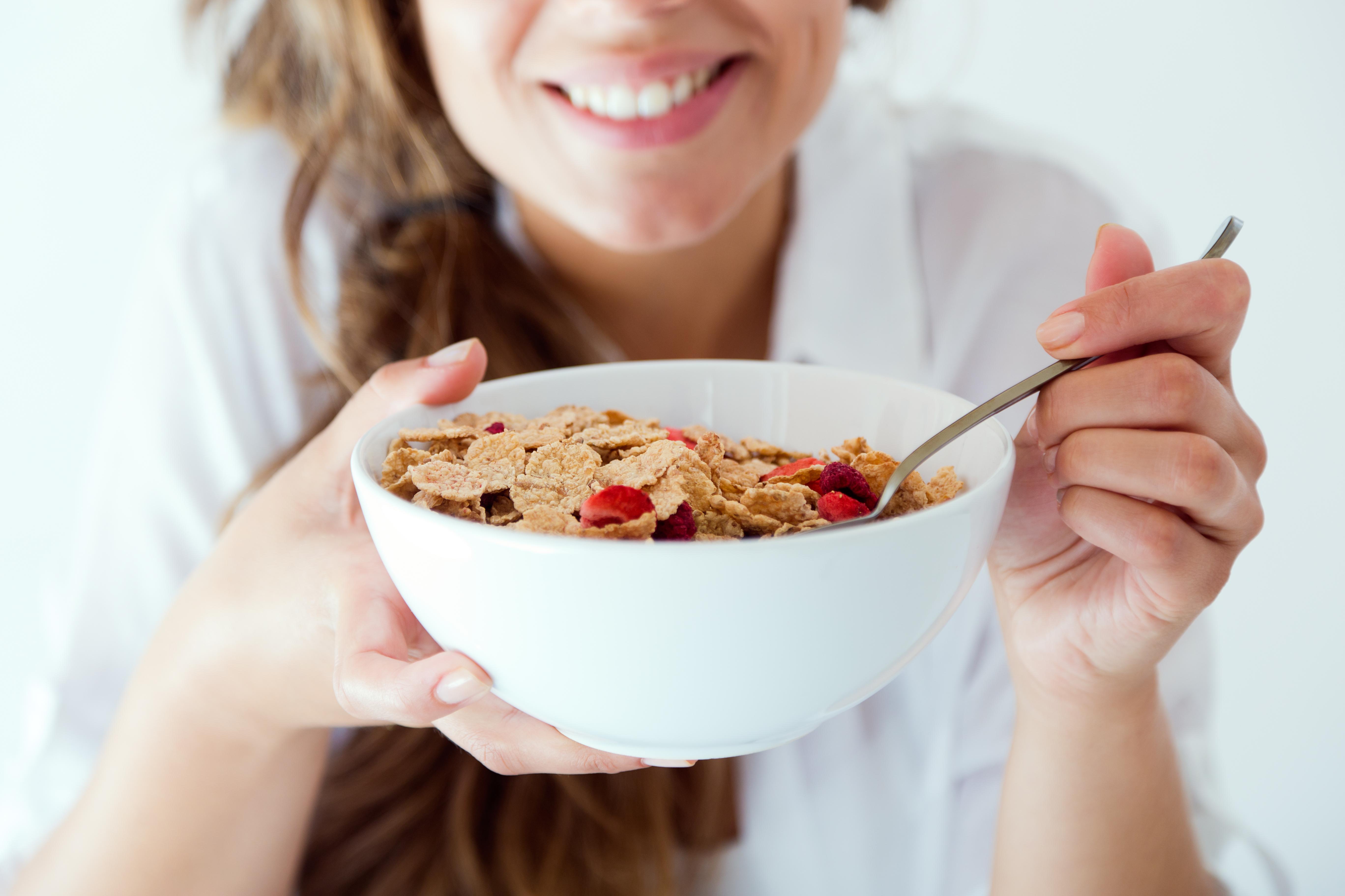Los cereales enriquecidos con calcio promueven el rápido crecimiento de las uñas.