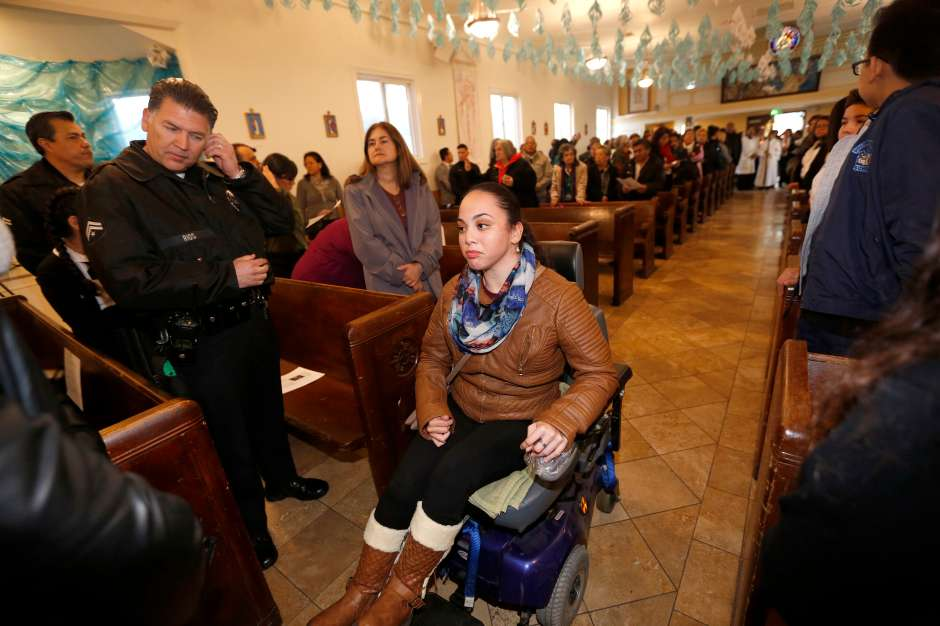 01/12/17/ LOS ANGELES/ Immigrant Paulina Ruiz participates during a mass presided by Archbishop Jose H. Gomez, at Dolores Mission Church, in solidarity with immigrants, with a special video message from Pope Francis to the immigrant community. The Mass commemorates National Migration Week, declared by the U.S. Conference of Catholic BishopsÊ25 years ago, as a way to reflect upon the many ways immigrants and refugees have contributed to our Church and our nation. (Photo Aurelia Ventura/ La Opinion)