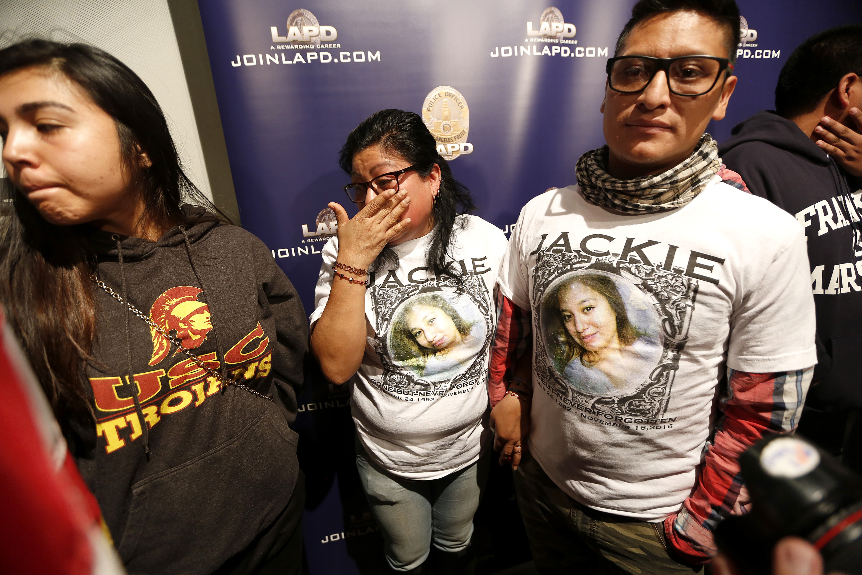 01/13/17/ LOS ANGELES/Family friend Rhina Calderon comforts Sandra Hernandez with her husband Ruben Vicente after a press conference, where Councilmember Jose Huizar and LAPD officials announced a $50,000 reward on behalf of 24 year old Jacqueline Hernandez, who was struck and killed onÊNov. 7thÊin Downtown. On November 7, 2016, aroundÊ6:08 p.m., 24 year old Jacqueline Hernandez was crossing 12thStreet, near Paloma Street when she was fatally struck by a hit and run driver.ÊÊ (Photo Aurelia Ventura/ La Opinion)
