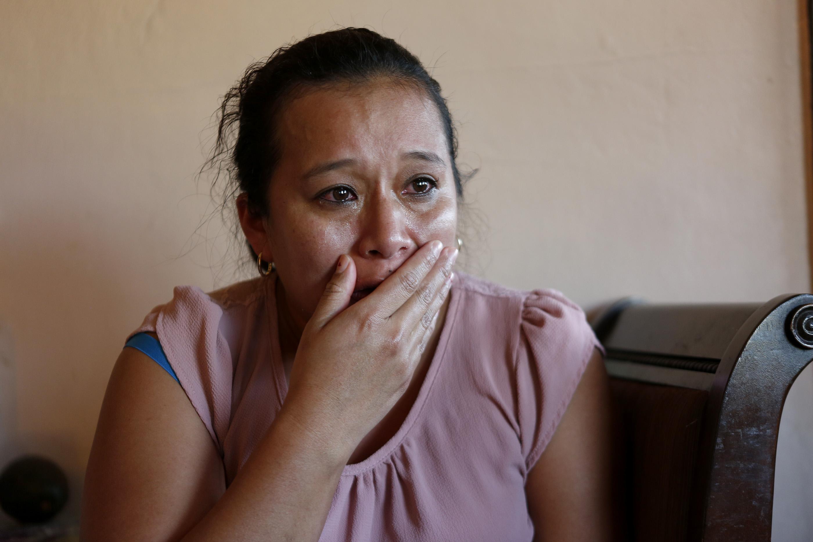 01/17/17/ LOS ANGELES/ Unaccompanied minor Kevin Cruz, from El Salvador, with his mother Lorena Angel and young sister Aileen Ramirez, 5, at their home in Huntington Park. (Photo Aurelia Ventura/ La Opinion)