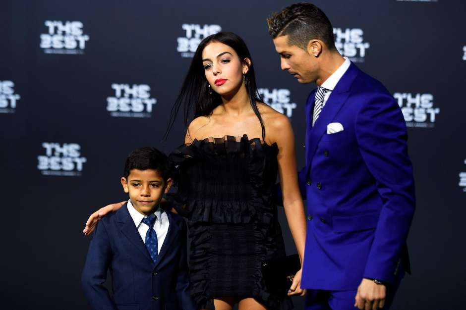 Cristiano junto a su pareja Georgina Rodríguez y a su hijo Ronaldo junior / EFE