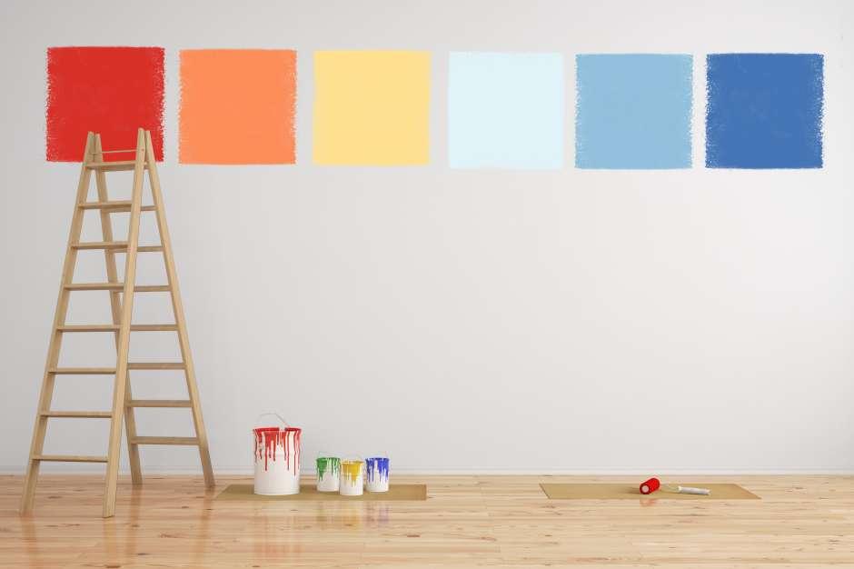 Para seleccionar la nueva pintura para el cambio del look de las paredes, conviene pintar cuadrados con varios tonos y escoger el que más nos guste y combine con los muebles y accesorios decorativos.
