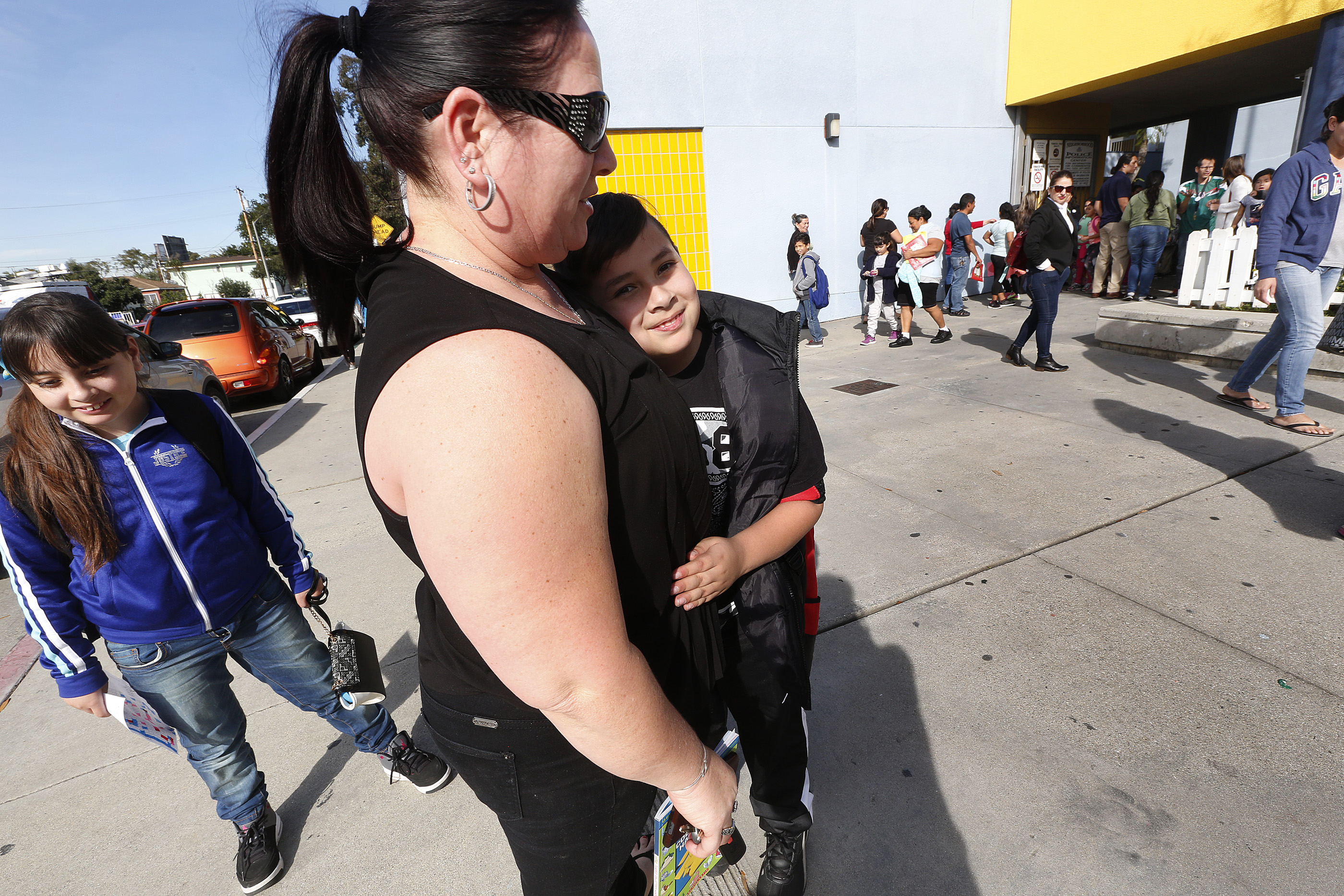 02/13/17 /LOS ANGELES/Marielena Galaviz picks up her son Anthony Hernandez,9, from Montana Avenue Elementary School in South Gate. According to school officials, a third-grade teacher atÊMontana Avenue Elementary died of bacterialÊmeningitis.ÊÊ Health officials have not released the name of the teacher, but school and health officials met with parents on campus to address their concerns. (Photo Aurelia Ventura/La Opinion)