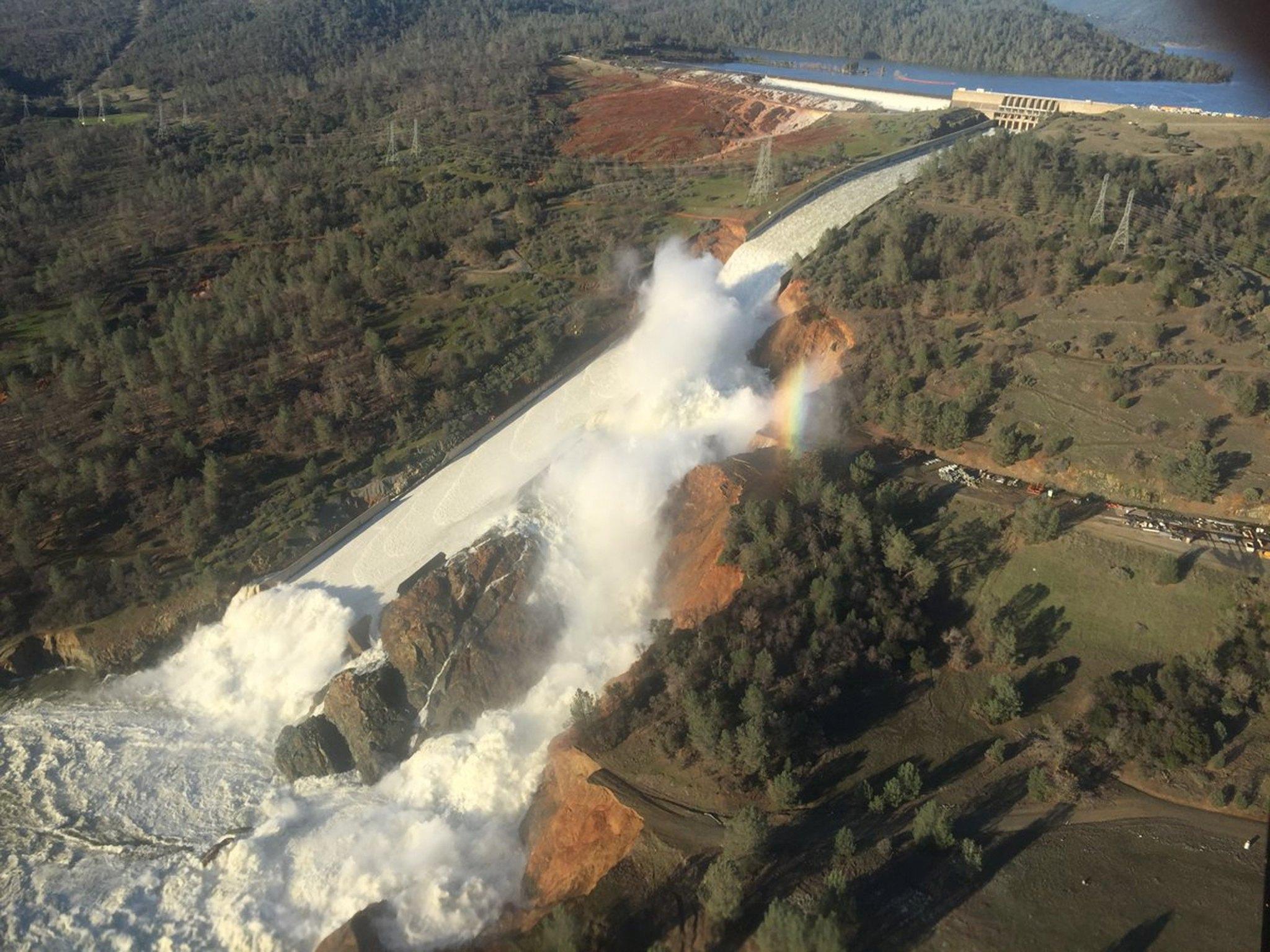 Parte dañada de la represa Oroville. (Foto: Departamento de Recursos Hídricos de California)
