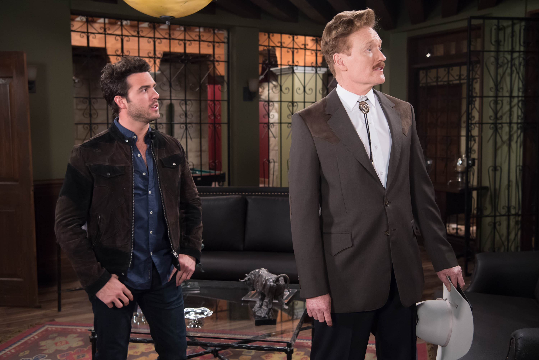 Conan O'Brien compartiendo escena con Pablo Lyle